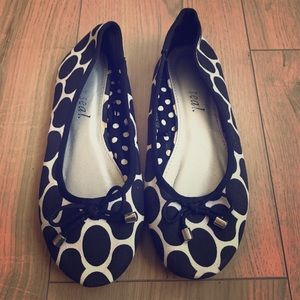 🖤Wet Seal Black and White Patterned Flats🖤